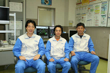 Operators at the Omi plant, From the left, Messrs. Matsuzawa, Jibiki, and Otsu