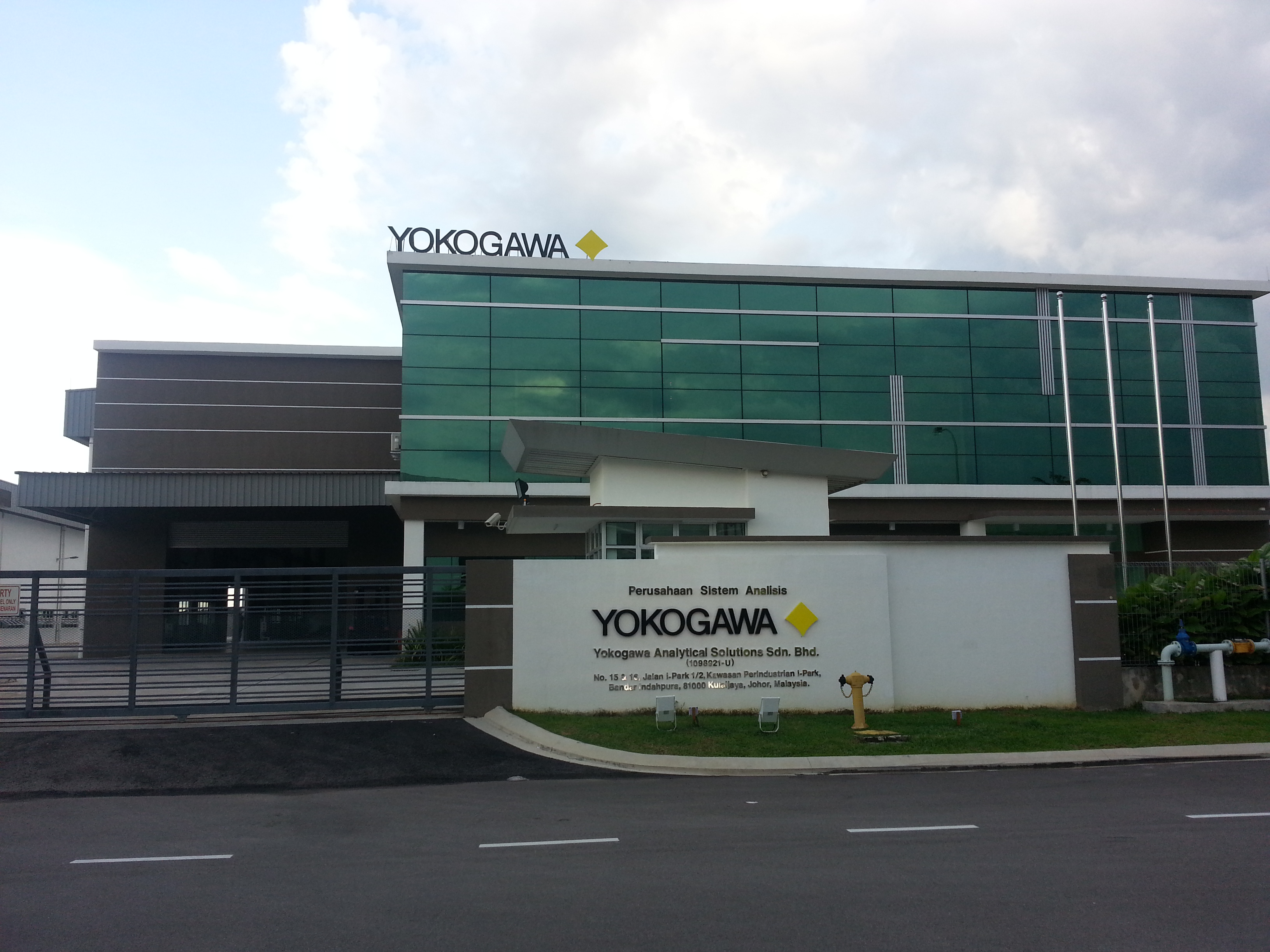 Our Solutions:Yokogawa offers a one-stop solution and value-added partnership for analyzer systems.